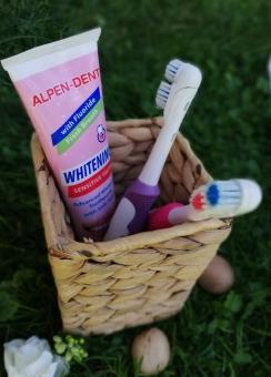 Можно ли использовать отбеливающие зубные пасты при чувствительных зубах: 3 важных правила