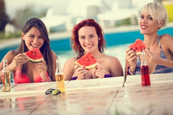 Как питаться в отпуске, чтобы не набрать лишний вес: советы диетолога Светланы Фус