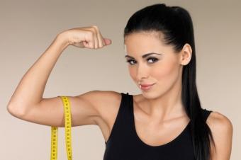5 упражнений для подтянутых и рельефных рук в домашних условиях